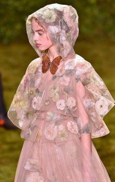 Dior Alta Costura Paris – Primavera/ verão 2017 | Anna Barros Paper Fashion, Fashion Art, Fashion Show, Fashion Outfits, Womens Fashion, Fashion Design, Couture Fashion, Runway Fashion, Retro Fashion