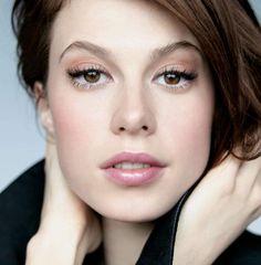 Brown eye makeup. Elettra Rossellini Wiedemann