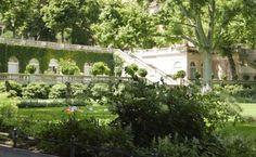 Im Schatten des Tempelhofer Feldes: der Körnerpark #Berlin #Neukölln Felder, Places, Outdoor Adventures, The Great Outdoors, Vacation, Shadows, Lugares