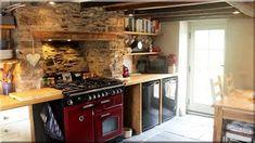 1. Hobbit ház, alaprajz melléletben, műszaki tartalom: fa gerenda vázszerkezet, látszó fagerenda tetőszerkezet deszkázattal, a deszkák és az oldalfalak hálózottak, törekes agyaggal tapasztottak. Tető felépítés deszkázott fa födémre kb 20 cm vályog, termőföld akác fakéreg, újabb vályogréteg, 2. Hobbit házban fürdőszoba vízzáró falazat kialakítás, hideg burkolás természetes mészkővel 3. Pajta lakás alsó szint villanyszerelés 6 db egyedi gyártású fali kar felszerelése, 8 db hajólámpa… Decor, Home Decor, Fireplace