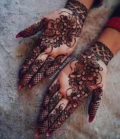 Beautiful Mehndi Design - Browse thousand of beautiful mehndi desings for your hands and feet. Here you will be find best mehndi design for every place and occastion. Quickly save your favorite Mehendi design images and pictures on the HappyShappy app. Henna Hand Designs, Dulhan Mehndi Designs, Mehandi Designs, Mehndi Designs Finger, Simple Arabic Mehndi Designs, Stylish Mehndi Designs, Mehndi Designs For Girls, Bridal Henna Designs, Beautiful Henna Designs