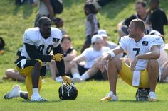 Ben Roethlisberger and receiver Jerricho Cotchery chat during a break in practice on Monday.
