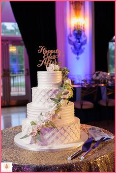We love incorporating different textures into wedding cakes. Cake by Elysia Root Cakes. Photo by Laura Meyer Photography. #weddingcake #chicagowedding