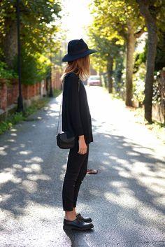 7 tips om zwart te rocken! - Famme.nl7 tips om zwart te rocken! - Famme.nl Is zwart ook jou favoriete kleur? Zo maak je het minder saai! Black, outfit, style, streetstyle, fashion, all black,