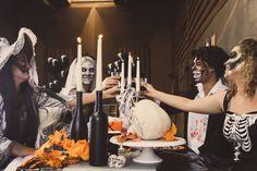 Een #Halloween feest met vrienden. Decoreer je tafel met een spinnenweb, doodskoppen en skeletten. Kies voor bijpassende schmink bij jouw kostuum. Candles, Candy, Candle, Lights