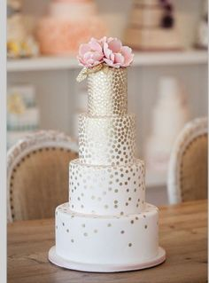 40 Oh So Pretty Wedding Cakes from Bobbette & Belle