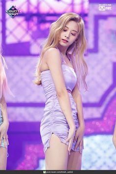 Twice - Tzuyu Kpop Girl Groups, Korean Girl Groups, Kpop Girls, Beautiful Asian Women, Beautiful Celebrities, Nayeon, Cute Asian Girls, Cute Girls, Korean Beauty