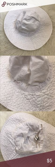 Baby summer flappy hat In good condition. Some yellowing inside from sun block. It has been wash but stained anyway. Size XS. I used when my daughter was 3months. Old Navy Accessories Hats