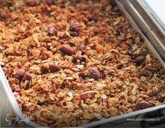 Гранола — домашние мюсли. Ингредиенты: овсяные хлопья, изюм, миндаль