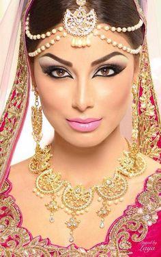 アラビア風メイクの鋭い目つきでクレオパトラのような美しさに❤︎