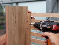 Maak een eiken radiatorombouw | Stappenplan Diy Radiator Cover, Deco Furniture, Wood Art, Wine Rack, Pergola, Projects To Try, Wall, House, Bedroom