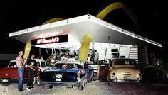 Early-McDonalds-Resturant-1950s-Cars-1-1024x582.jpg