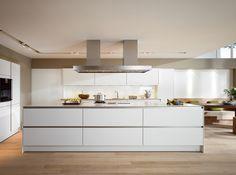 SieMatic S2: dé greeploze keuken met ErgoGrip profielen, zorgt met het pure design en prachtige afwerking voor een rijke uitstraling. Uitvoering: S2 LM lotus white matt.