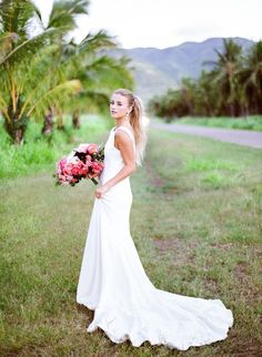 Minimal and classy tropical wedding in soft pink