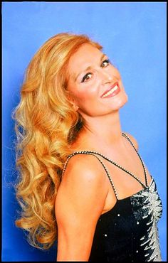 ★ Dalida ★ Mike Brant, Dalida, Celine Dion, Brigitte Bardot, Goddesses, Divas, Beautiful Women, Hair Styles, Vintage