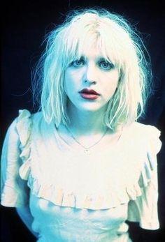 Courtney Love- Angel of Punk Frances Bean Cobain, Melanie Martinez, Courtney Love 90s, Divas, Riot Grrrl, Love Posters, Emo Scene, Love Hair, Kurt Cobain
