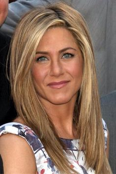 Jenn Aniston but diff complex and coloring than I have ` but like the contrast of natural darker blonde to bright highlight in front