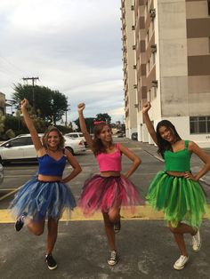 Looking for BBF Halloween Costumes? Well here is a round up of the most unique Group Halloween Costumes for your Girl Squad which I bet you are gonna love. Zombie Couple Costume, Cute Group Halloween Costumes, Halloween Outfits, Cool Costumes, Costumes For Teens, Zombie Costumes, Halloween Couples, Group Costumes, Halloween Meninas