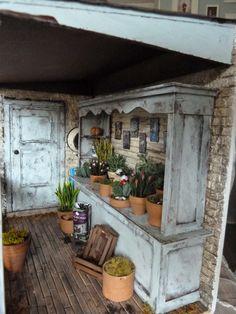 lotjesdollshouse: inside a miniature dollhouse flower shop