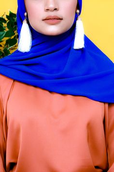 Zaryluq presents accessories like Earrings and bags to complete your Modest Fashion. Modesty with Confidence with BOLD colours. Azure Blue and Burnt Sienna Orange colour tone for your outfit. Modest Fashion, Hijab Fashion, Bold Colors, Colours, Hijab Style Tutorial, Modest Wear, Cloth Bags, Industrial Style, Fashion Earrings