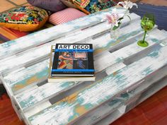 Blue and white aged coffee table (Upcycled pallet) - I want this!