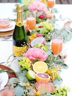 Elegant spring wedding ideas--Fresh fruit and greenery wedding centerpieces, wedding centerpieces, diy wedding table settings decorations, wedding reception ideas, outdoor weddings Summer Table Decorations, Fruit Decorations, Party Centerpieces, Decoration Table, Wedding Decorations, Centerpiece Ideas, Decor Wedding, Homemade Centerpieces, Unique Centerpieces
