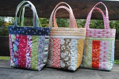 Bag tutorial Sweet Jane& Quilting: Quilting Tutorial to make a Library Tote from scraps! Sweet Jane& Quilting: Quilting Tutorial to make a Library Tote from scraps! Sacs Tote Bags, Quilted Tote Bags, Patchwork Bags, Patchwork Quilting, Crazy Patchwork, Quilting Ideas, Clutch Bags, Fabric Bags, Fabric Scraps
