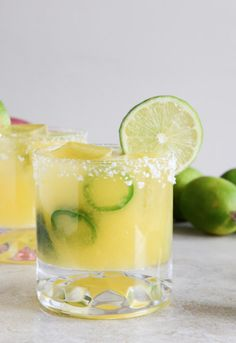 Mango Jalapeño Margaritas | howsweeteats.com