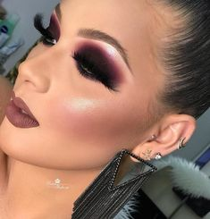Zodaca Brush Color Removal Sponge, Clean Makeup Brushes Easily/ Swiftly Switch To Next Color / Remove Shadow Color from Makeup Brushes - Cute Makeup Guide Glam Makeup Look, Makeup Eye Looks, Smokey Eye Makeup, Cute Makeup, Eyebrow Makeup, Gorgeous Makeup, Eyeshadow Makeup, Hair Makeup, Eyeshadows