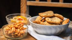 Křupavé škvarkové placky - Proženy Savoury Baking, Cereal, Food And Drink, Treats, Breakfast, Sweet Like Candy, Morning Coffee, Goodies, Sweets