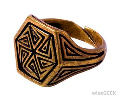 What are Signet Rings? (with picture)
