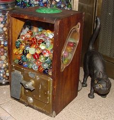 Marble Victor Vending Machine Marble Toys, Marble Art, Marbles Images, Flipper, Vending Machines, Glass Pumpkins, Gumball Machine, Glass Marbles, Displaying Collections