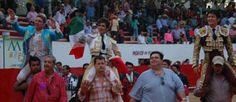 MÉXICO Triunfal tarde, los tres toreros en hombros Joselito Adame indulta en Villa Purificación - Mundotoro.com #toros #toreros #indulto #Mexico  Galería de fotos del festejo http://www.mundotoro.com/auxiliar/galerias2013/adameindulto10042013/index.html