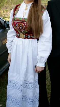 Villblomsten : Min datter i Fanabunaden sin Norwegian bunad Folk Costume, Costumes, Rosemaling Pattern, Lace Skirt, Sequin Skirt, Hardanger Embroidery, Halloween 2015, Mittens, Norway