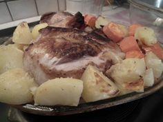 Voici une recette piquée sur le blog de ma copinaute Catherine : Recettes en Blog Ingrédients : - une palette de porc (non salée ici) - 2 poireaux surgelés (je n'en ai pas mis, je n'en avais pas) - 2 oignons - 2 gousses d'ail - 2 feuilles de laurier -...