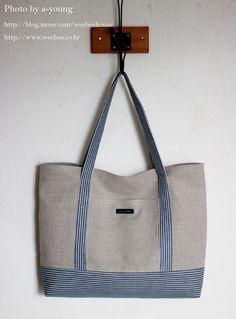 Learn how simple it is to make your own DIY Honeymoon Beach Bag! Diy Bag Making, Diy Sac, Denim Handbags, Linen Bag, Japanese Bag, Denim Bag, Handmade Bags, Purses And Bags, Tote Bag