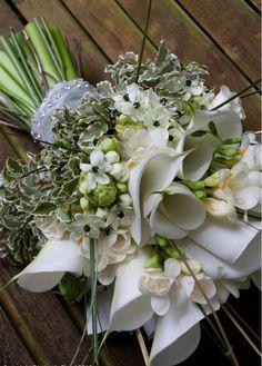 Calla Lillies, Calla Lily, Diy Wedding Bouquet, Bridesmaid Bouquet, Pretty Flowers, Fresh Flowers, White Wedding Flowers, Brides And Bridesmaids, Flower Decorations