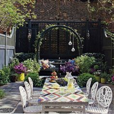 Jonathan Adler - ahh! just like Colin Bridgewater's garden flat in London. I am always impressed when people can bring tranquility and greenery into small backyard spaces. Well done.