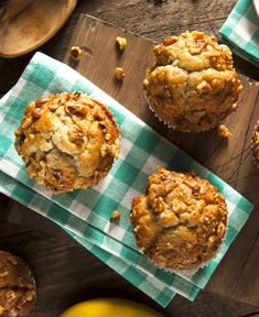 Banana nut muffins make for a great morning. This recipe is so simple to make that you can do it in the morning while you're getting ready. You'll have warm muffins to enjoy on your way to work then. Banana Nut Muffins, Banana Nut Bread, Weight Watchers Banana Muffins Recipe, Mini Desserts, No Bake Desserts, Breakfast Muffins, Breakfast Recipes, Breakfast Ideas, Morning Glory Muffins