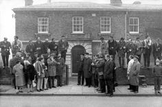 Paparazzi c 1968: gentlemen of the Press wait outside Linslade Court House for Bruce Reynolds to arrive