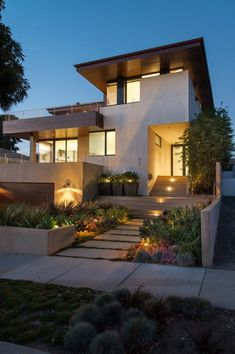 Modern Exterior Homes When you think of building a new home you are faced with two choices, build a traditional house or choose a modern house plan. Because the word modern means 'current for… Front Yard Garden Design, Small Front Yard Landscaping, Landscaping Ideas, Modern Exterior, Exterior Design, Exterior Homes, Modern Front Yard, Self Build Houses, Building A New Home