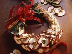Cinnamon-Apple Wreath #DIY #Christmas
