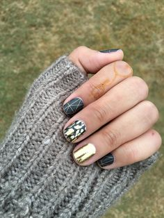 Ready for the cold weather? Here's the perfect Fall manicure! Jamberry nail wraps: Brooklyn Bridge, Mirror Metallic Gold and Fancy Feline