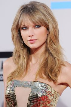 Major volume paired with tousled waves and come-hither eyes make for one very sexy look at the American Music Awards.