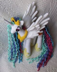My Little Pony Princess Celestia designed by ceefax.  Free pattern: http://knitoneawesome.blogspot.com.es/2014/05/my-little-pony-friendship-is-magic.html#more