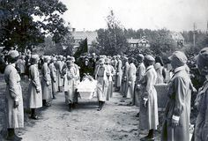 [Photo] Funeral of Lotta Svärd member Aimi Knuuttila, Tampere, Finland, 1941 Helsinki, History Of Finland, Finnish Women, Air Raid, Picture Postcards, World War Two, Armed Forces, Monet, Funeral