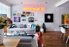 decora_o_com_sof_cinza_como_combinar_com_a_parede_encantada_8_