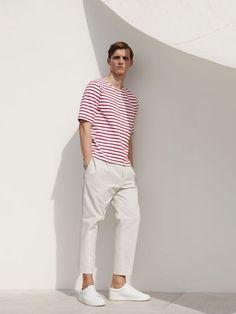 Look Masculino com Camiseta Listrada Vermelho