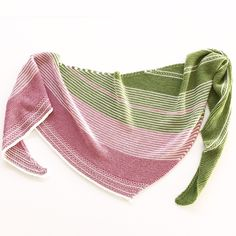 In the evening, on the weekend, sometimes even in between times, he sometimes gives you … - Knitting and Crochet Poncho Knitting Patterns, Shawl Patterns, Knitting Socks, Knitting Websites, Knitting Blogs, Knit Or Crochet, Crochet Shawl, Knitted Shawls, Ponchos