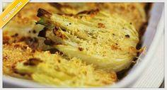 La ricetta dei finocchi gratinati, da preparare al forno con una squisita besciamella per dare profumo ad un piatto primaverile.